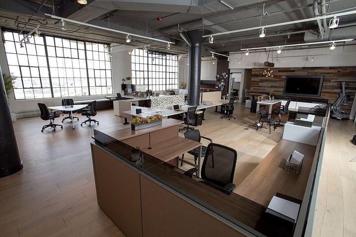 Gdzie nabyć fotele, biurka i inne sprzęty meblowe do biura?